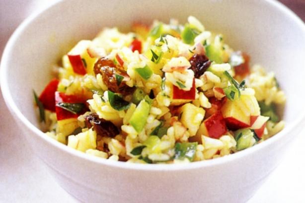 Salade van rijst kalkoen en ananas